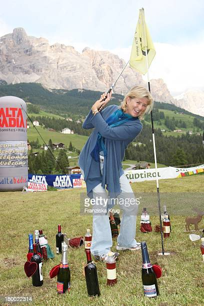 Jutta Speidel Beim Abschlag Beim Grossen Grenzverkehr In Mayrhofen Am 160607