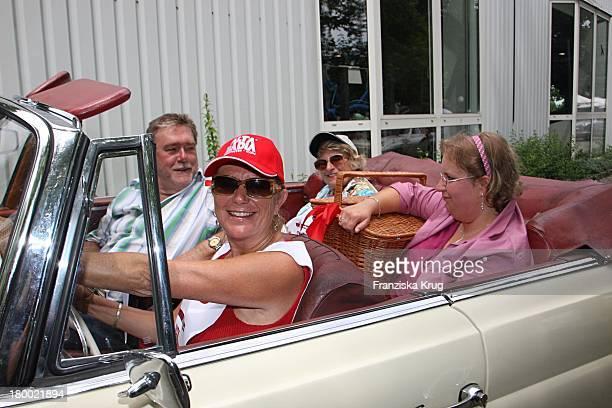 Jutta Speidel Mit Mutter Gerlinde Bei Der Ersten Etappe Vom Grossen Grenzverkehr 2007 In Amerang Am 150607