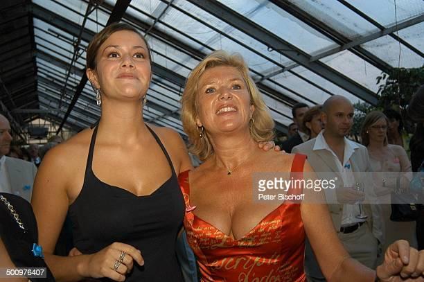 Jutta Speidel Tochter Antonia Speidel BenefizGala zugunsten des von J u t t a S p e i d e l unterstützten Projektes für obdachlose Kinder und ihre...