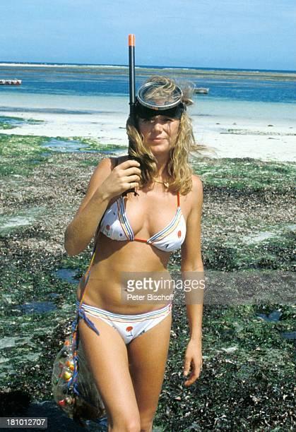 Jutta Speidel ZDFReihe 'Traumschiff' Folge 6 'Cayman Islands' Martinique/Karibik Meer Strand Taucherbrille Schnorchel Bikini sexy Schauspielerin...