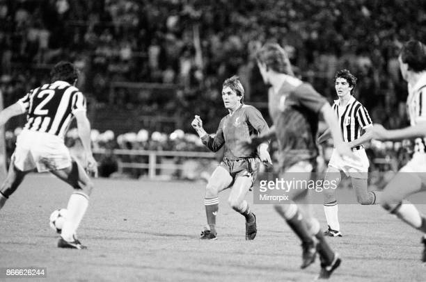Juventus 1-0 Liverpool FC, 1985 European Cup Final, Heysel Stadium, Brussels, Belgium, Wednesday 29th May 1985, match action: Kenny Dalglish and...
