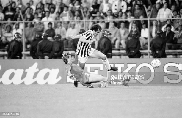 Juventus 10 Liverpool FC 1985 European Cup Final Heysel Stadium Brussels Belgium Wednesday 29th May 1985 match action Michel Platini John Wark
