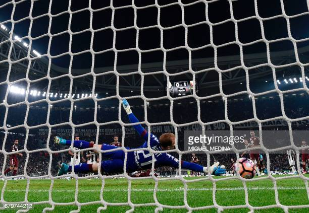 Juventus' Argentinian forward Gonzalo Gerardo Higuain scores against Torino's goalkeeper Joe Hart during the Italian Serie A football match Juventus...