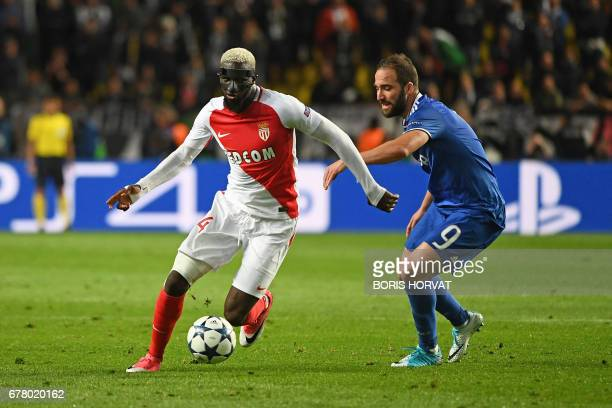 Juventus' Argentinian forward Gonzalo Higuain and Monaco's midfielder Tiemoue Bakayoko vie for the ball during the UEFA Champions League semifinal...