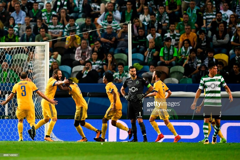Juventus' Argentinian forward Gonzalo Higuain (2L) celebrates a goal with teammates during the UEFA Champions League football match Sporting CP vs Juventus FC at the Jose Alvalade stadium in Lisbon on October 31, 2017. /