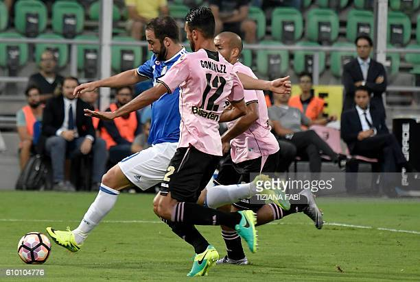 Juventus' Argentinian forward Gonzalo Higuain vies for the ball with Palermo's defender Giancarlo Gonzalez during the Italian Serie A football match...
