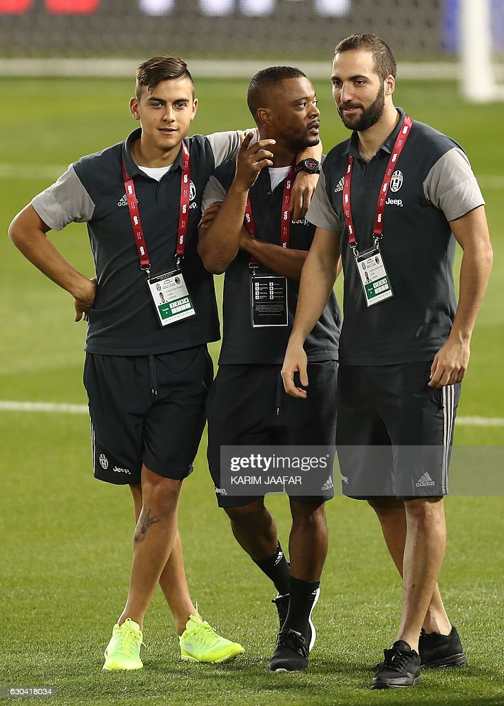 Juventus' Argentinian forward Paulo Dybala (L), French defender Patrice Evra, and Argentinian forward Gonzalo Higuain (R) arrive for a training session in the Qatari capital Doha on December 22, 2016, on the eve of the Final of the Italian Super Cup between AC Milan and Juventus. / AFP / KARIM
