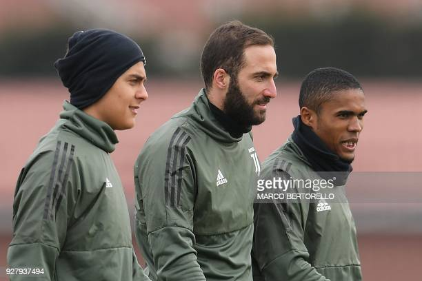 Juventus' Argentinian forwards Paulo Dybala and Gonzalo Higuain and Juventus' Brazilian midfielder Douglas Costa attend a training session on the eve...