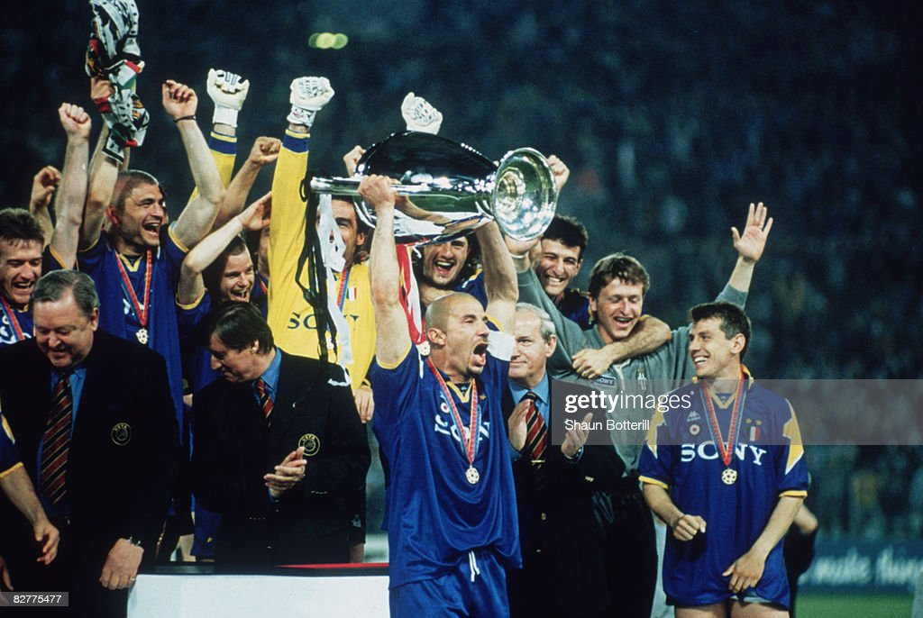 Vialli Lifts Cup : News Photo