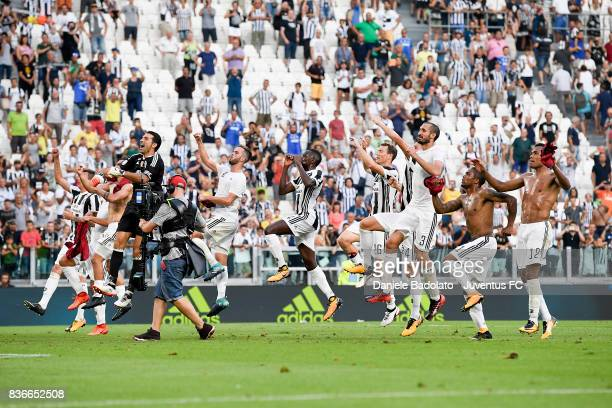 Juventus celebrate during the Serie A match between Juventus and Cagliari Calcio at Allianz Stadium on August 19 2017 in Turin Italy