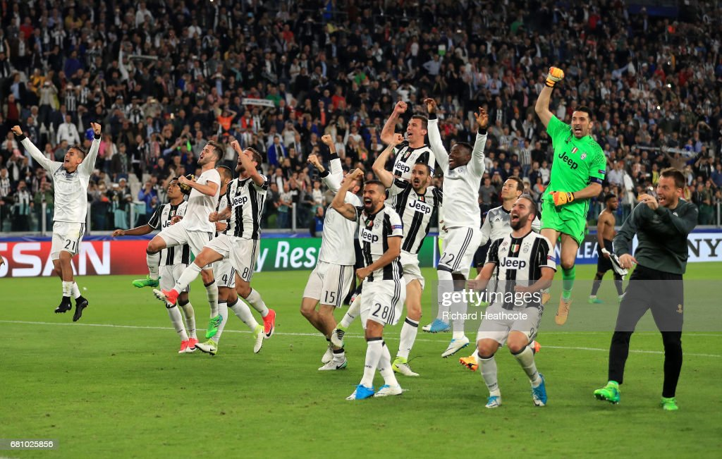 Juventus celebrate victory after the full time whistle in the UEFA Champions League Semi Final second leg match between Juventus and AS Monaco at Juventus Stadium on May 9, 2017 in Turin, Italy.