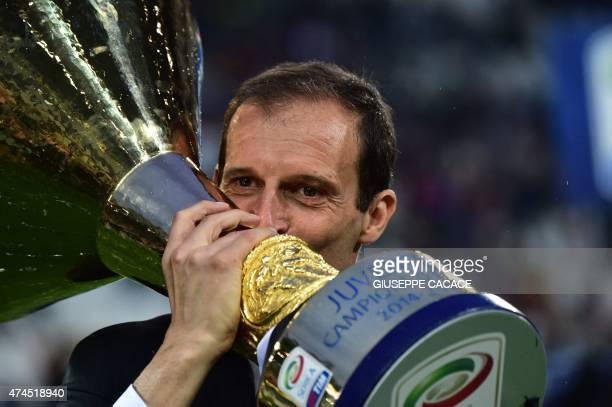 Juventus' coach Massimiliano Allegri kisses the Italian League's trophy during a ceremony following the Italian Serie A football match Juventus vs...
