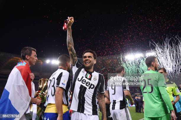 TOPSHOT Juventus Defender from Brazil Dani Alves celebrates with Juventus' forward from Croatia Mario Mandzukic after winning the Italian Tim Cup...