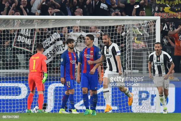 Juventus' defender from Italy Giorgio Chiellini celebrates after scoring next to Barcelona's Uruguayan forward Luis Suarez during the UEFA Champions...