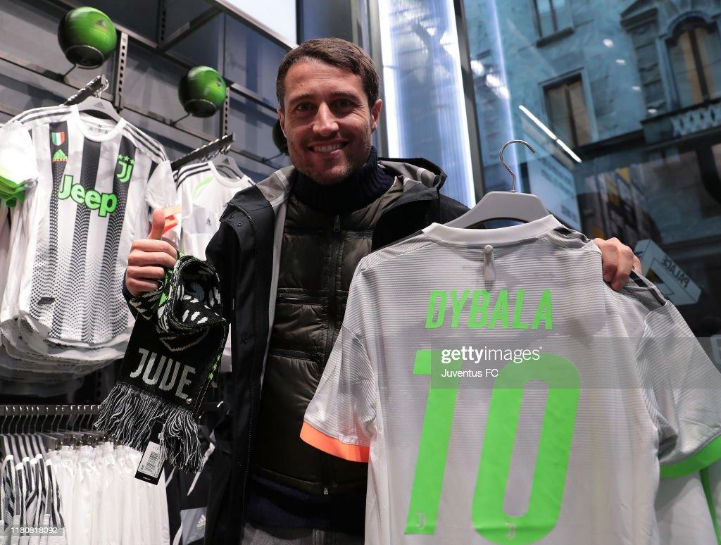 Juventus Fans Buy The New Juventus Adidas Palace Kit At Juventus News Photo Getty Images