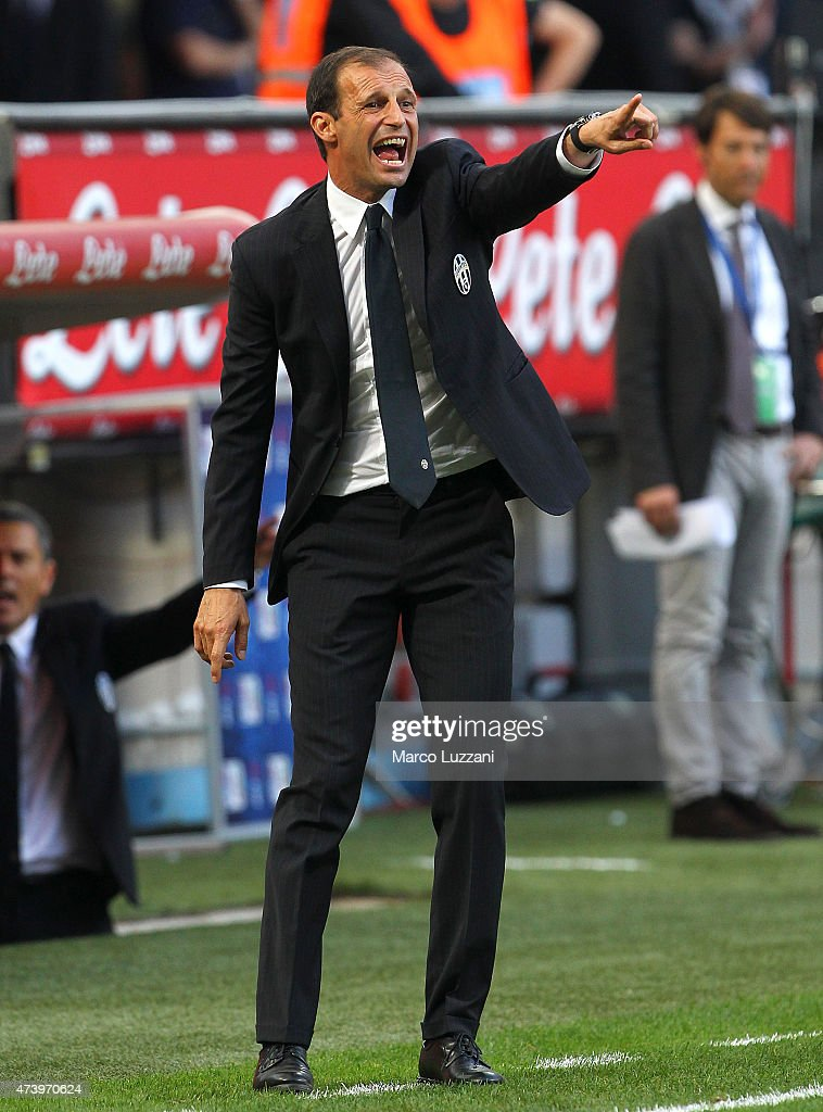 Juventus FC coach Massimiliano Allegri shouts to his players during the Serie A match between FC Internazionale Milano and Juventus FC at Stadio Giuseppe Meazza on May 16, 2015 in Milan, Italy.