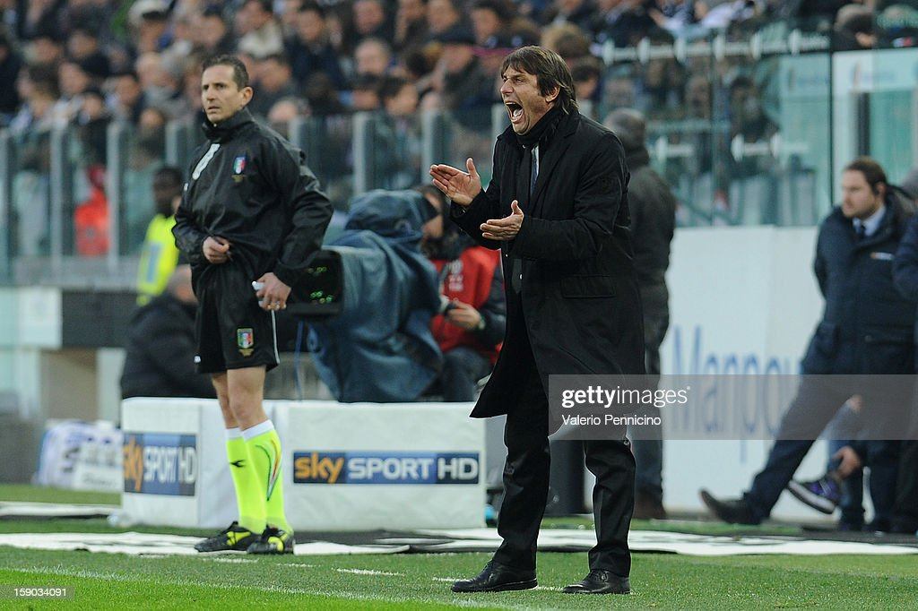 Juventus FC head coach Antonio Conte shouts to his players during the Serie A match between Juventus FC and UC Sampdoria at Juventus Arena on January 6, 2013 in Turin, Italy.