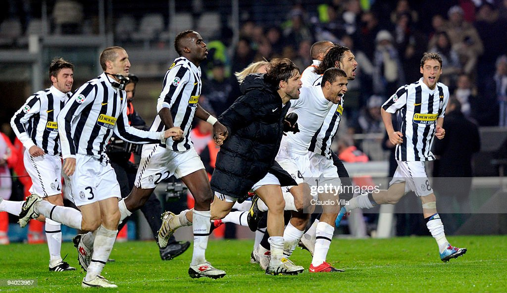 Juventus FC players celebrate victory after the Serie A match between Juventus and Inter Milan at Olimpico Stadium on December 5, 2009 in Turin, Ital.