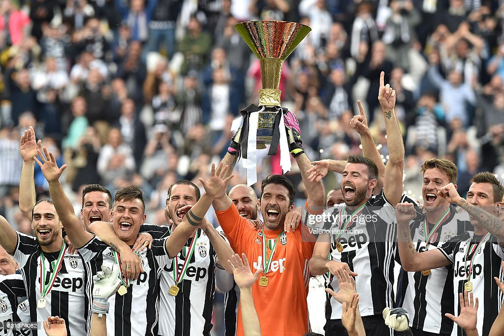 Juventus FC players celebrate with the trophy after the Serie A match between Juventus FC and UC Sampdoria at Juventus Arena on May 14, 2016 in Turin, Italy.