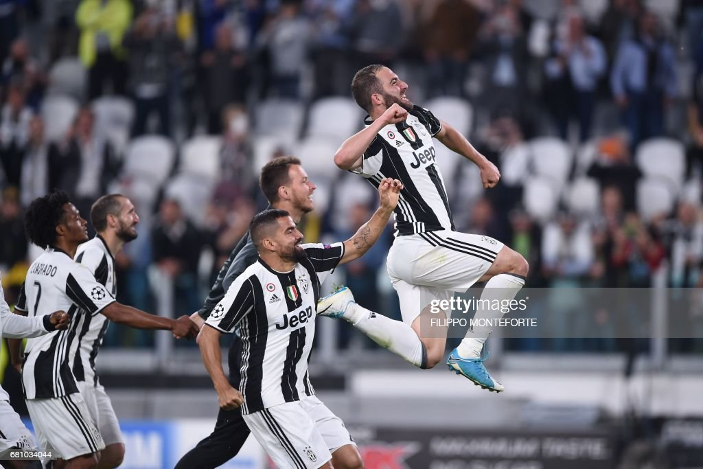 TOPSHOT - Juventus' forward from Argentina Gonzalo Higuain (R) celebrate with teammates at the end of the UEFA Champions League semi final second leg football match Juventus vs Monaco, on May 9, 2017 at the Juventus stadium in Turin. Juventus secured their place in the final of the Champions League on Tuesday after beating Monaco 2-1 in their semi-final second leg to win the tie 4-1 on aggregate. /