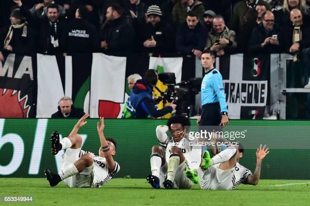 Juventus' forward from Argentina Paulo Dybala celebrates with teammates Juventus' forward from Colombia Juan Cuadrado and Juventus Defender from...
