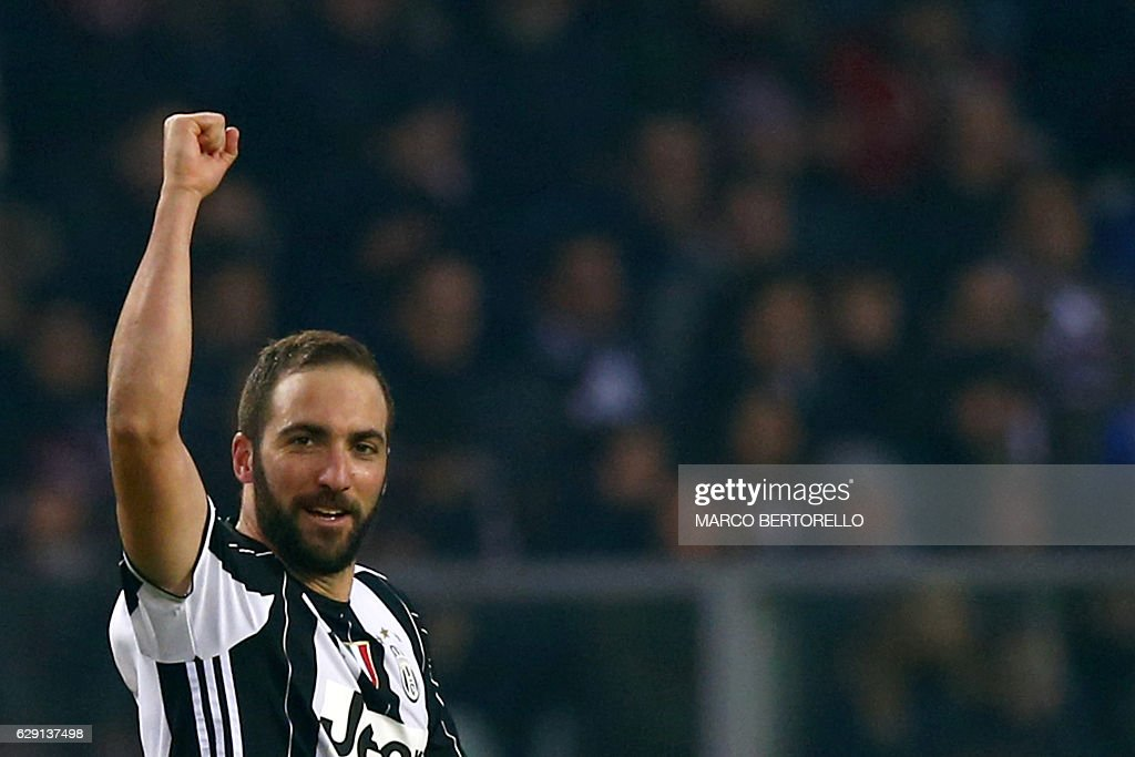 Juventus' forward Gonzalo Higuain from Argentina celebrates after scoring during the Italian Serie A football match Torino Vs Juventus on December 11, 2016 at the 'Grande Torino Stadium' in Turin. / AFP / MARCO