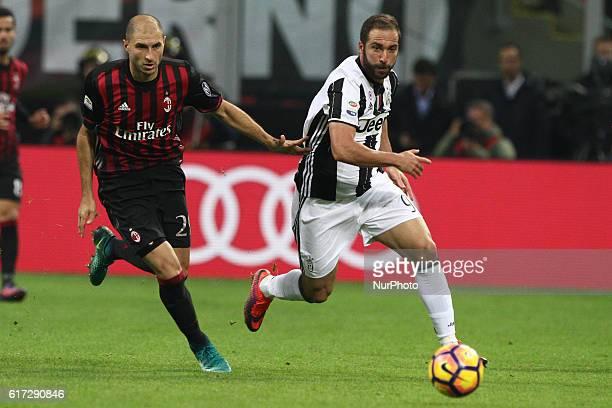 Juventus forward Gonzalo Higuain in action Milan defender Gabriel Paletta during the Serie A football match n9 MILAN JUVENTUS on at the Stadio...
