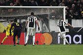 juventus forward gonzalo higuain miss penalty