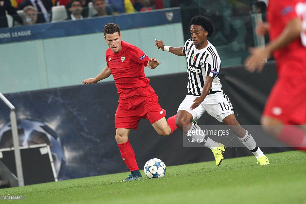 Juventus forward Juan Cuadrado (16) vies with Siviglia midfielder Yevhen Konoplyanka (22) during the Uefa Champions League group stage football match n2 JUVENTUS - SEVILLA on 30/09/15 at the Juventus Stadium in Turin, Italy.