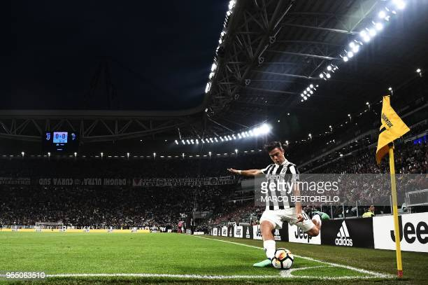 TOPSHOT Juventus' forward Paulo Dybala from Argentina kicks a corner shoot during the Italian Serie A football match between Juventus and Bologna on...