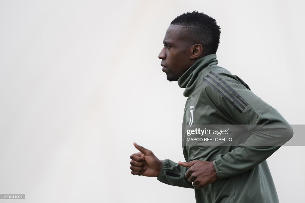 Juventus' French midfielder Blaise Matuidi attends a training session on the eve of the UEFA Champions League football match Juventus vs Real Madrid on April 2, 2018 at the Juventus training center in Vinovo. /