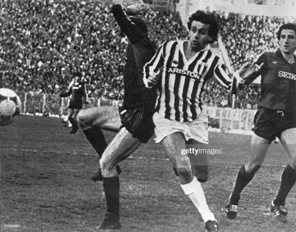 Juventus French midfielder Michel Platini (C) struggles with Genoa defender Mario Faccenda (L) during their match 01 December 1983 in Genoa.