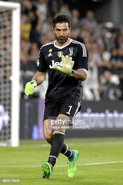 Juventus goalkeeper Gianluigi Buffon issues instructions during the serie A match between Juventus and SSC Napoli on April 22 2018 in Turin Italy