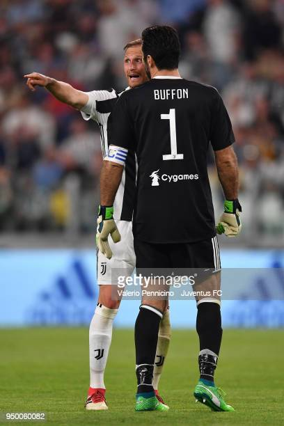 Juventus goalkeeper Gianluigi Buffon speacks with his teammate Benedikt Howedes during the serie A match between Juventus and SSC Napoli on April 22...