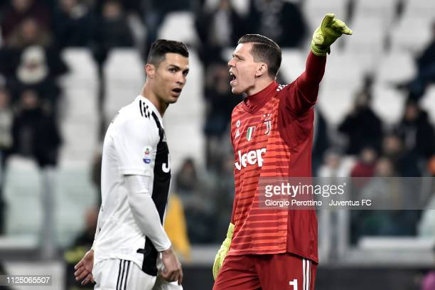 Juventus goalkeeper Wojciech Szczesny reacts as his teammate Cristiano Ronaldo looks on during the Serie A match between Juventus and Frosinone...