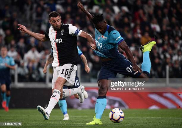 Juventus' Italian defender Andrea Barzagli fights for the ball with Atalanta's Colombian forward Duvan Zapata during the Italian Serie A football...