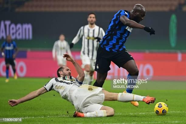 Juventus' Italian defender Giorgio Chiellini attempts to tackle Inter Milan's Belgian forward Romelu Lukaku during the Italian Serie A football match...