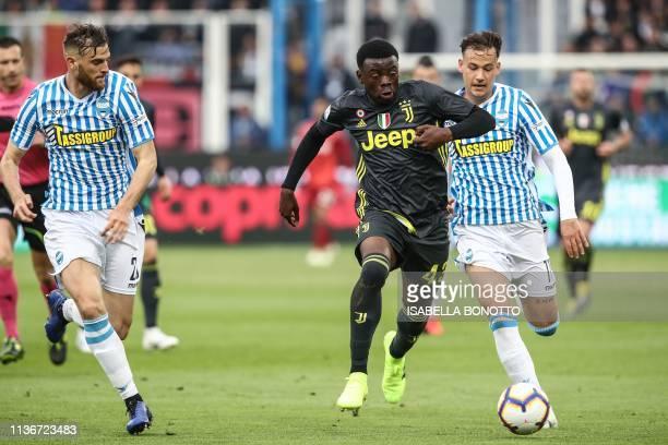 Juventus' Italian defender Paolo Gozzi Iweru outruns SPAL's Italian midfielder Alessandro Murgia during the Italian Serie A football match SPAL 2013...