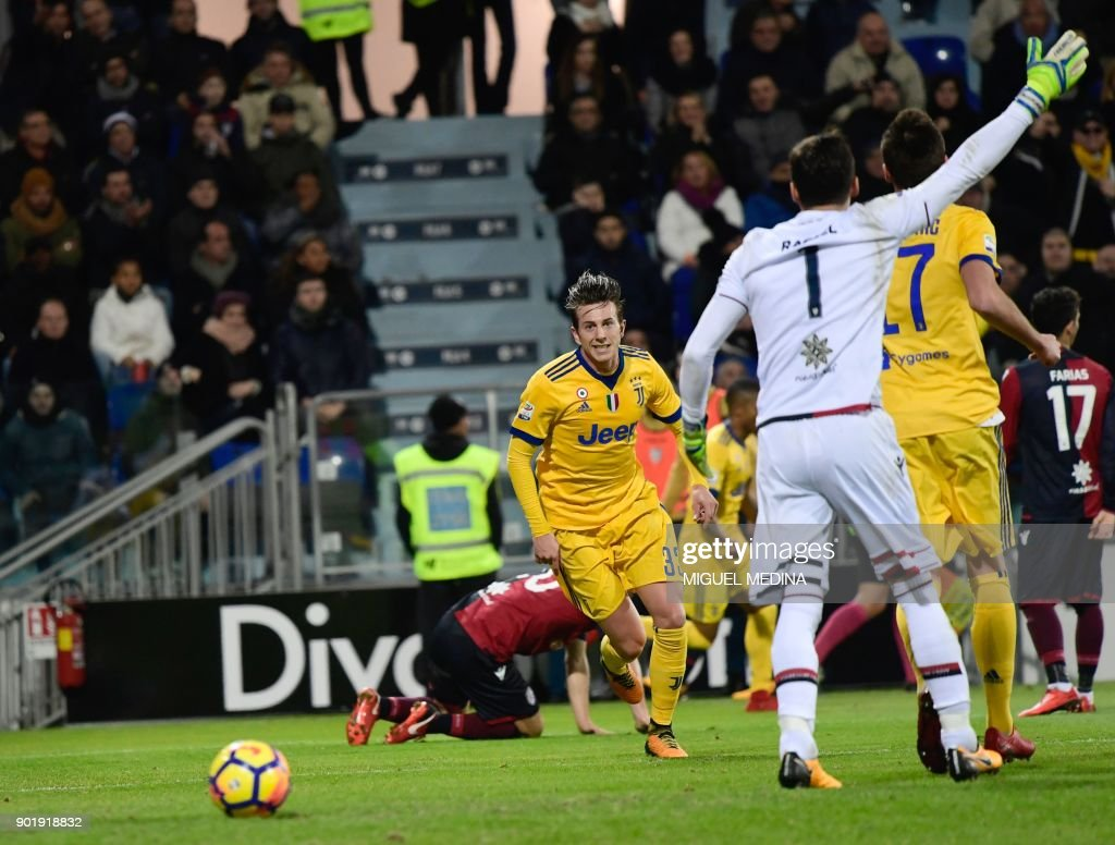 Juventu's Italian forward Federico Bernardeschi celebrates after scoring during the Italian Serie A football match between Cagliari Calcio and Juventus at the Sardegna stadium in Cagliari, on the Sardinia mediterranean island on January 6, 2018. /