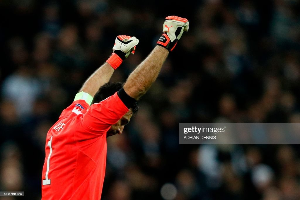 TOPSHOT - Juventus' Italian goalkeeper Gianluigi Buffon celebrates their victory at the final whistle in the UEFA Champions League round of sixteen second leg football match between Tottenham Hotspur and Juventus at Wembley Stadium in London, on March 7, 2018. Juventus staged a stunning fightback against Tottenham to reach the Champions League quarter-finals 4-3 on aggregate after Paulo Dybala sealed a dramatic 2-1 win in the last 16, second leg on Wednesday. / AFP PHOTO / Adrian DENNIS