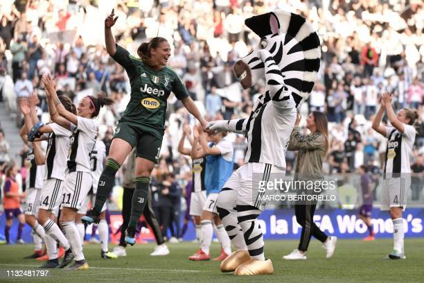 Juventus' Italian goalkeeper Laura Giuliani a mascot and teammates celebrate after the Women's Serie A football match Juventus FC vs Fiorentina...