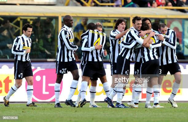 Juventus midfielder Candreva celebrates with his team mates after scoring a goal during their Serie A football match Bologna vs Juventus at Dall'Ara...