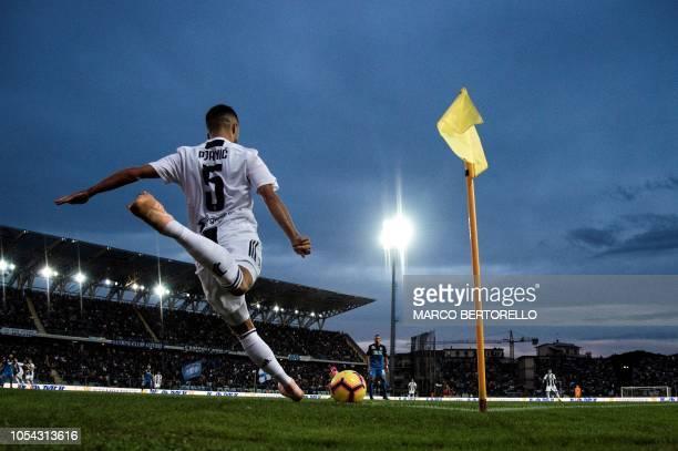 Juventus' midfielder Miralem Pjanic of BosniaErzegovina shoots a corner kick during the Italian Serie A football match between Empoli and Juventus on...