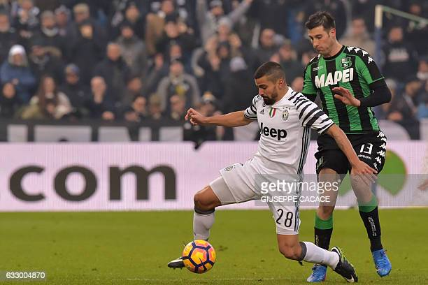 Juventus' midfilder from Venezuela Tomas Rincon fights for the ball with Sassuolo's defender from Italy Federico Peluso during the Italian Serie A...