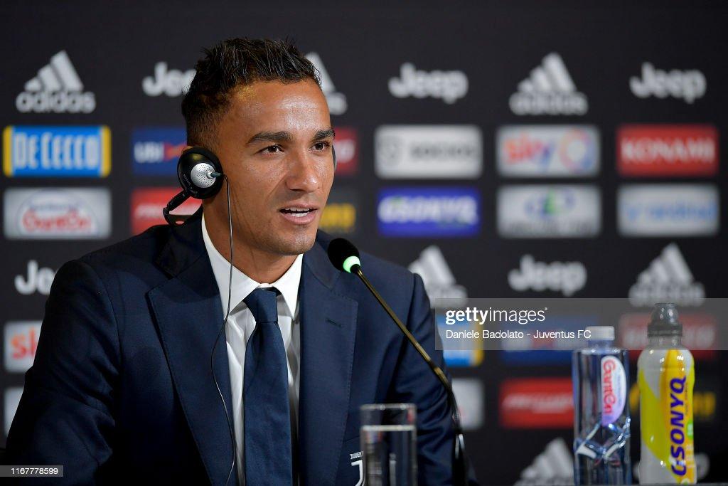 Juventus New Signing Danilo Press Conference : Fotografia de notícias