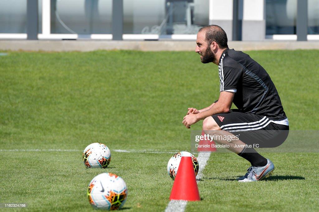 Juventus Morning Training Session : News Photo