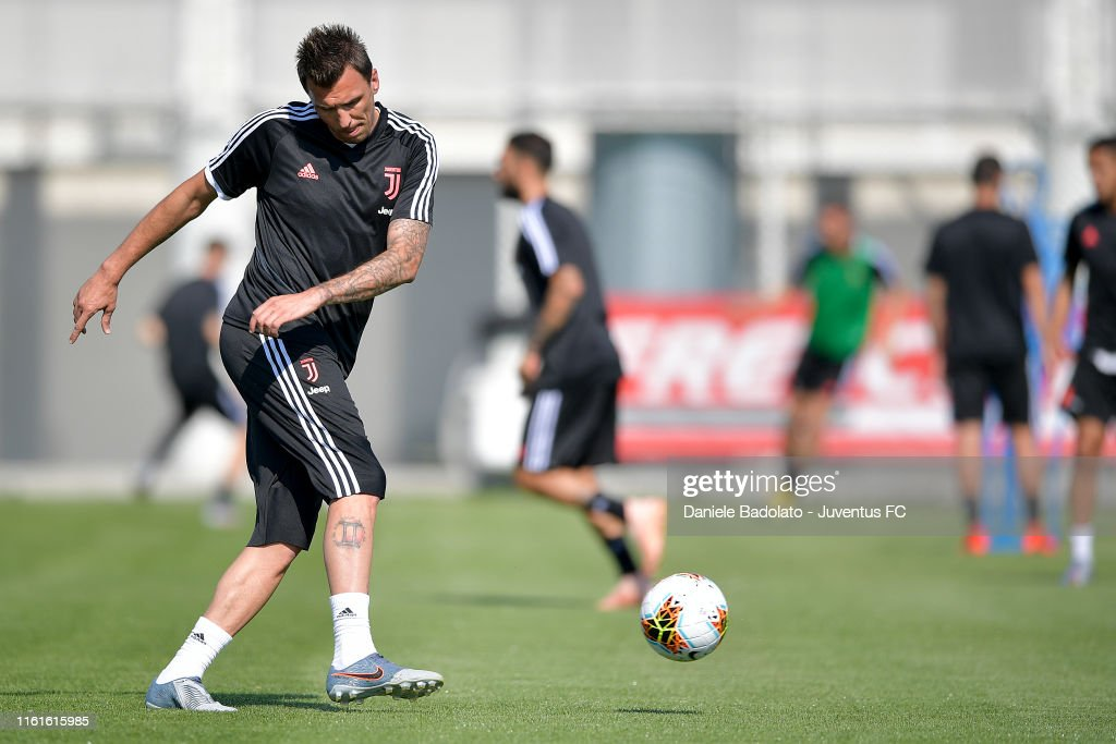 Juventus Afternoon Training Session : News Photo