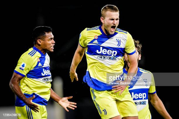 Juventus player Matthijs de Ligt celebrates 2-3 goal with Alex Sandro during the Serie A match between Spezia Calcio v Juventus at Stadio Alberto...
