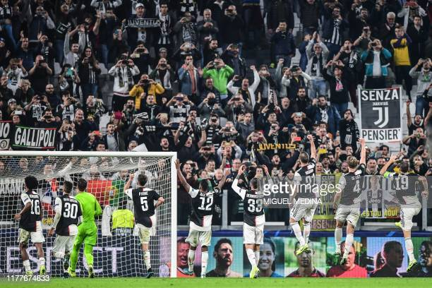 Juventus players acknowledge the public at the end of the UEFA Champions League Group D football match Juventus vs Lokomotiv Moscow on October 22...