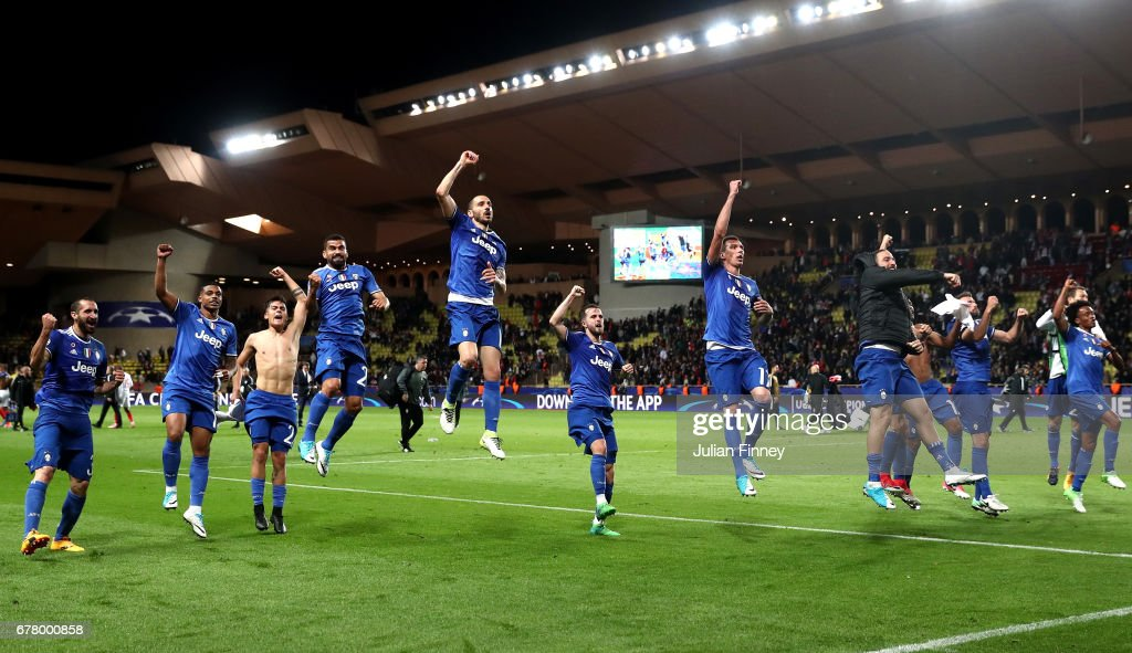 Juventus players celebrate after the full time whistle during the UEFA Champions League Semi Final first leg match between AS Monaco v Juventus at Stade Louis II on May 3, 2017 in Monaco, Monaco.